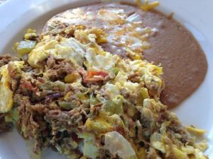 Machaca de Tres Chiles con Huevo